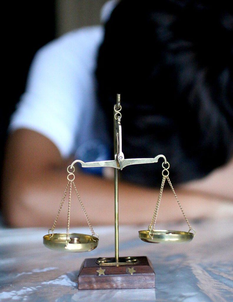 Doświadczony prawnik oceni wartość i zgodność umowy dotyczącej zamówień publicznych